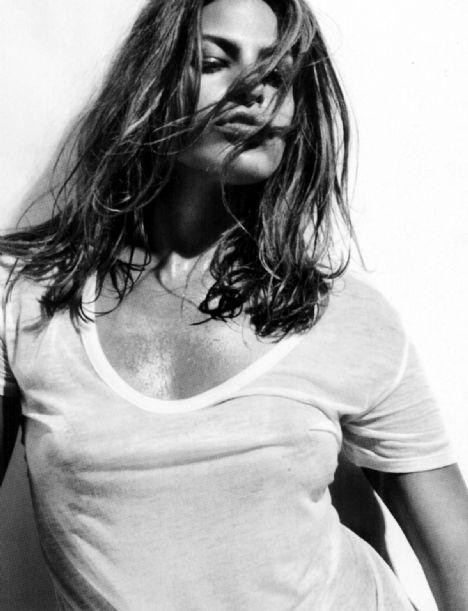 Eva Mendes Vogue'a soyundu - 23